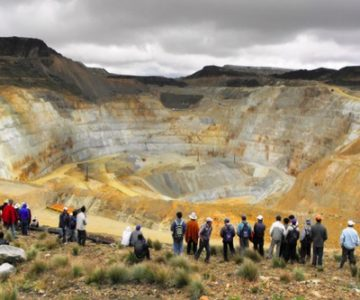 Cajamarca residents view one of the smaller cuts at the Newmont's Yanacocha gold mine in Peru. Source: mining.com